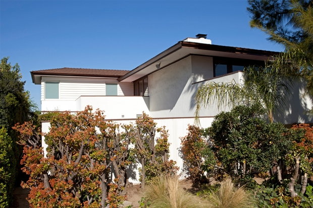 Mid Century Modern Home in Los Angeles by Dutton Architects